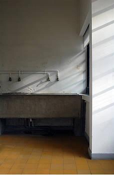Villa Savoye - Le Corbusier by Peter Cassidy