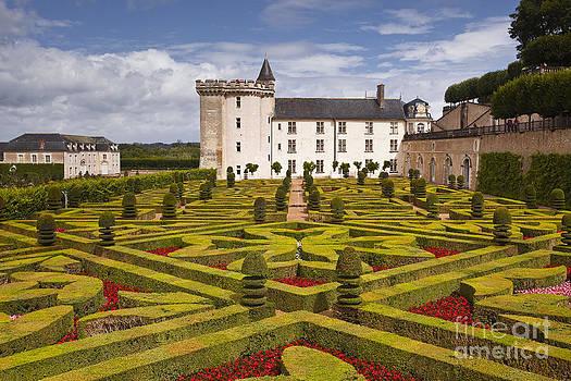 Villandry chateau and gardens by Julian Elliott
