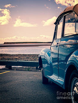 Edward Fielding - Vintage Car at the beach