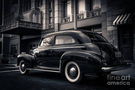 Edward Fielding - Vintage Chevrolet in 1934 New York City