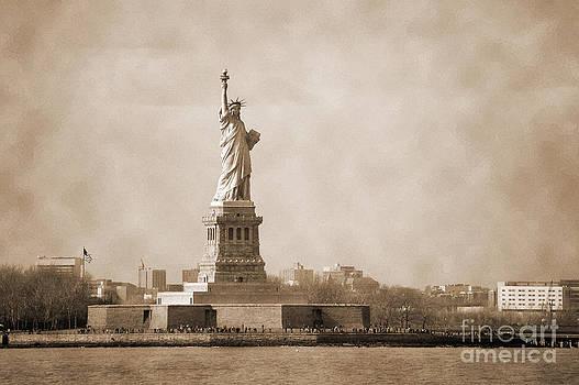 RicardMN Photography - Vintage Liberty Island