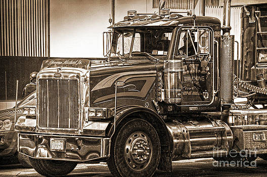 RicardMN Photography - Vintage Peterbilt truck
