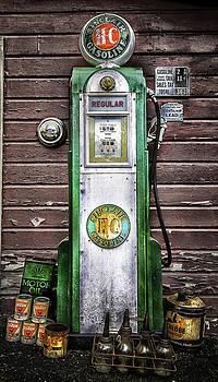 Expressive Landscapes Fine Art Photography by Thom - Vintage Sinclair Gas Pump