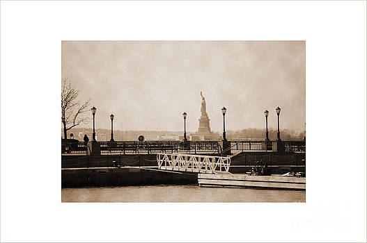 RicardMN Photography - Vintage statue of Liberty view