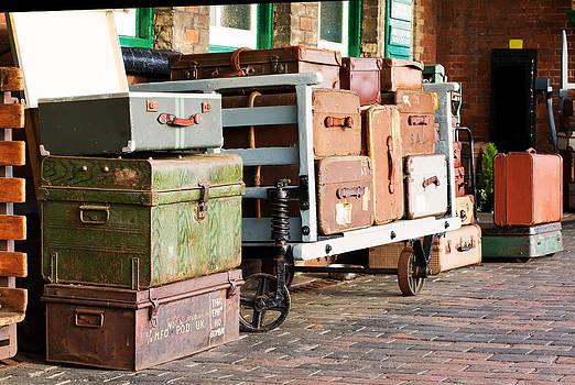 Fizzy Image - Vintage suitcase on the platform