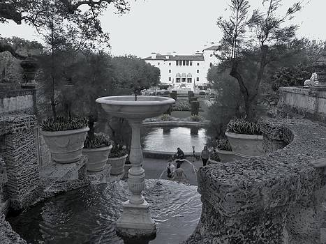 Vizcaya Fountain by Susan Sidorski
