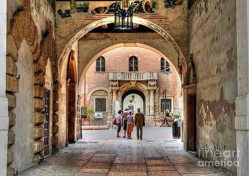 Ines Bolasini - Walking in Verona