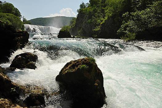 Water falls Una river by Tomas Mahring
