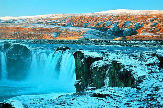 HweeYen Ong - Waterfall of the Gods