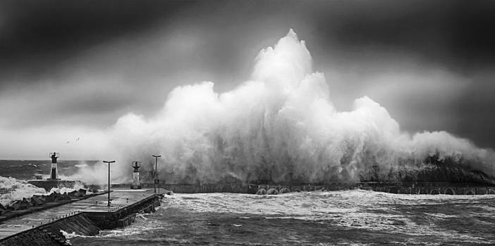 Andrew Hewett - Wave Power BW
