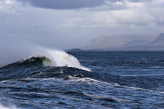 Waves in easkey 2 by Tony Reddington
