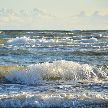 Gynt - Waves in sea
