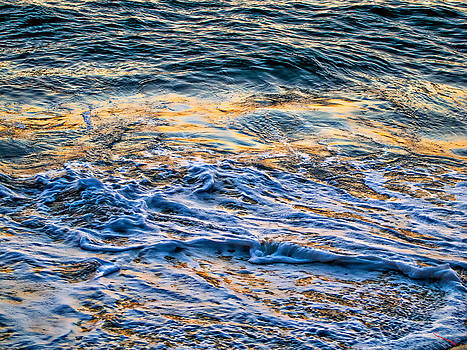 Waves of Pacific Ocean by SM Shahrokni