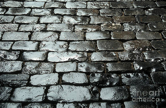 BERNARD JAUBERT - Wet cobblestones on an old pavement