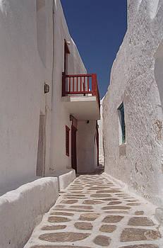 Pam  Elliott - White alley in Mykonos Greece