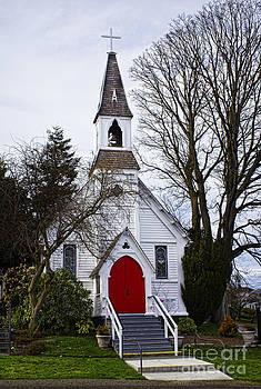 Elena Nosyreva - white church with red door