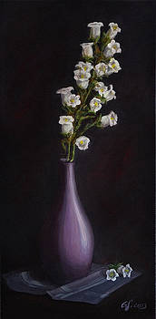 Gynt - White flowers in a vase