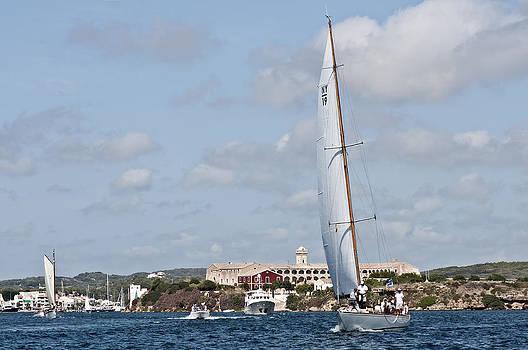 Pedro Cardona Llambias - Bloody island at Port Mahon in company of sailboat - Minorca - White wings in blue