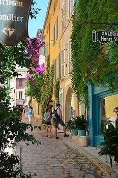 Corinne Rhode - Window Shopping in St Tropez