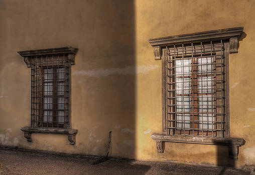 Windows by Leonardo Marangi