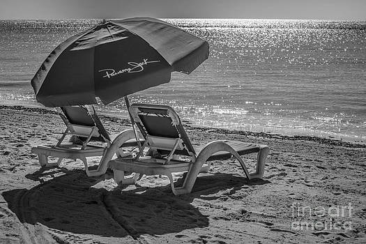 Ian Monk - Wish you were here - Higgs Beach - Key West - Black and White