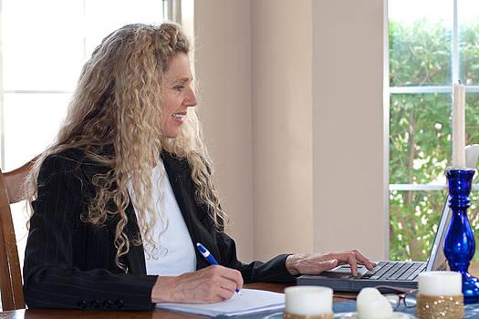 Gunter Nezhoda - Woman on table with laptop
