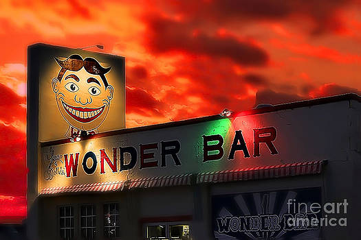 Brenda Giasson - Wonder Bar