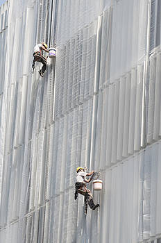 Workers on facade of building by Matthias Hauser