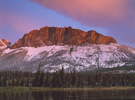 Yamnuska and pink cloud by Richard Berry