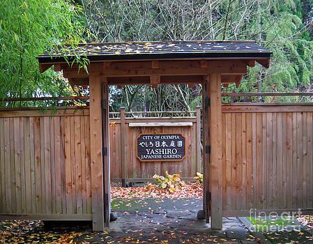 Ellen Miffitt - Yashiro Garden Gate
