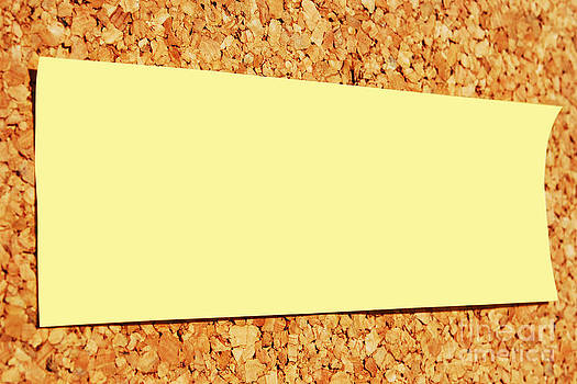 Yellow note by Luis Alvarenga