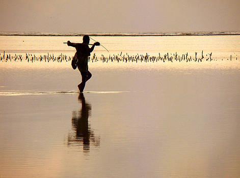 Zanzibar fisherman 03 by Giorgio Darrigo