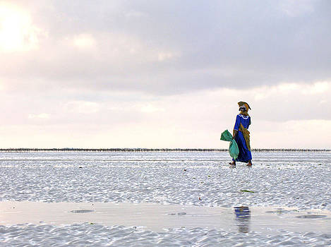 Zanzibar woman 29 by Giorgio Darrigo