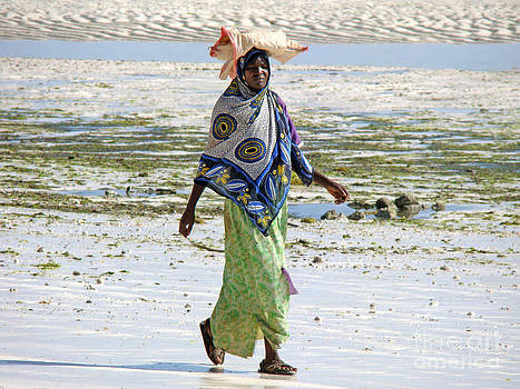 Zanzibar woman 38 by Giorgio Darrigo