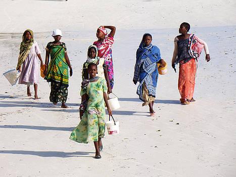Zanzibar women 08 by Giorgio Darrigo