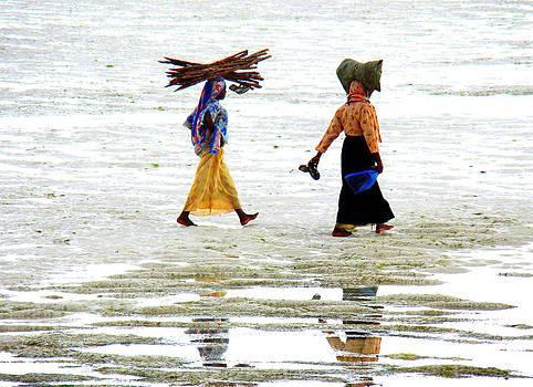 Zanzibar women 09 by Giorgio Darrigo