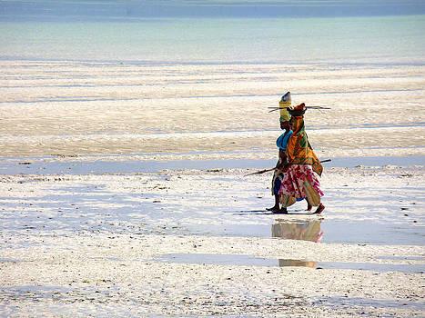 Zanzibar women 10 by Giorgio Darrigo