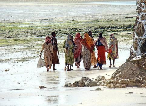 Zanzibar women 11 by Giorgio Darrigo