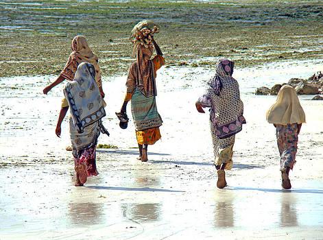 Zanzibar women 14 by Giorgio Darrigo