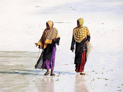 Zanzibar women 26 by Giorgio Darrigo
