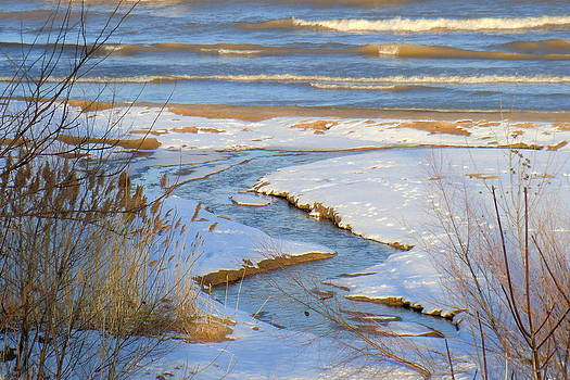 Zigs and Zags with Water by Jan Scholke