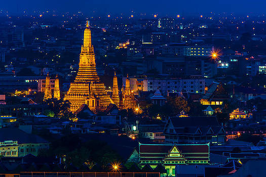 Buddhist temple Wat Arun Rajwararam by Arthit Somsakul