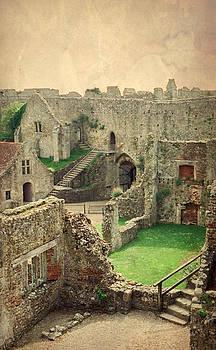 Marilyn Wilson - Carisbrooke Castle