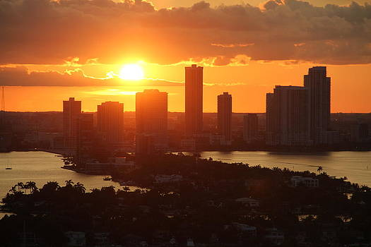 sunset over Miami 400 by Ronald  Bell
