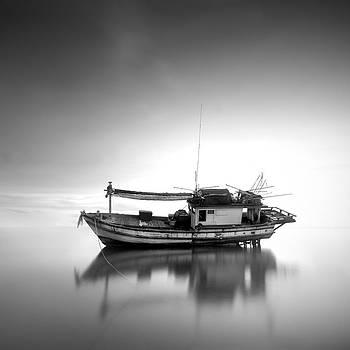 Thai fishing boat by Teerapat Pattanasoponpong