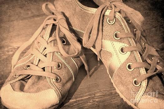 Sophie Vigneault - Vintage Sneakers
