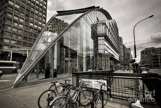 Yhun Suarez - 100 Victoria Street - London