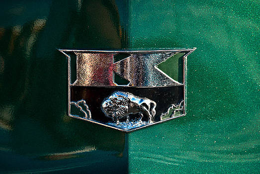 onyonet  photo studios - 1951 Kaiser Deluxe Traveler Emblem