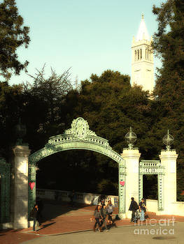Wingsdomain Art and Photography - UC Berkeley . Sproul Plaza . Sather Gate and Sather Tower Campanile . 7D10027