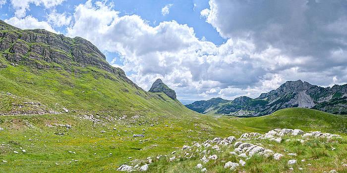 30 Megapixels Landscape by Miljan Krstajic
